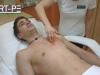 a-depilacija-s-sladkorno-pasto-cleopatra-moske-prsi